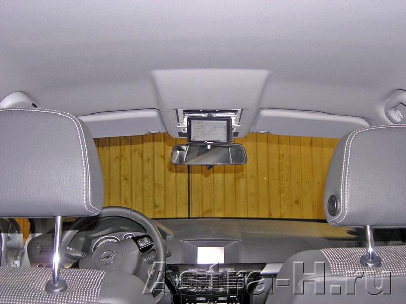 Как установить телевизор на потолок автомобиля своими руками 822