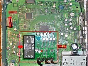 Там примерно так: вход + - питания и четыре каналов выход 4 пары + - каналов.  Есть стабилизатор, там конденсатор и...